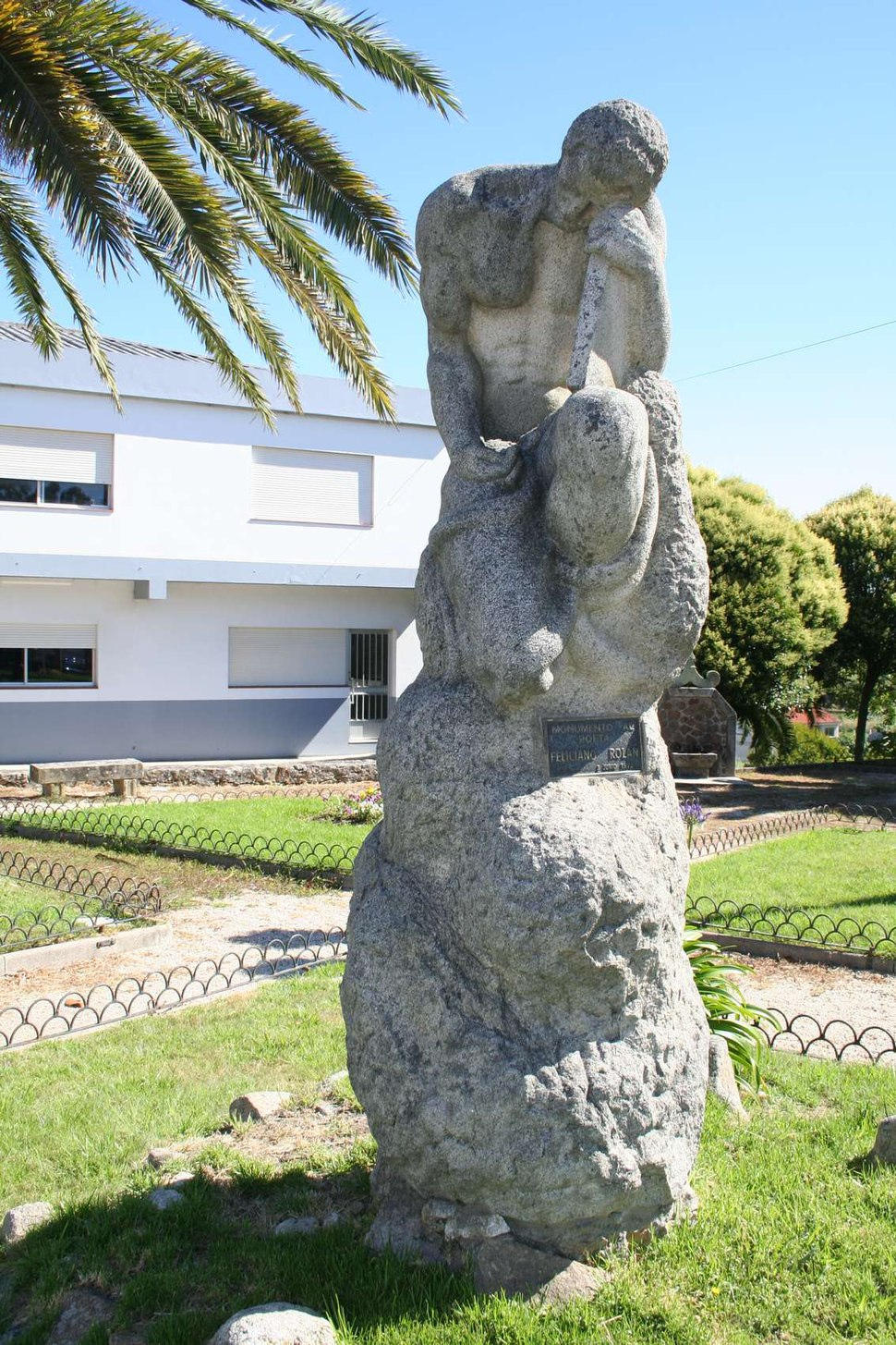 Monumento ó Poeta Feliciano Rolán