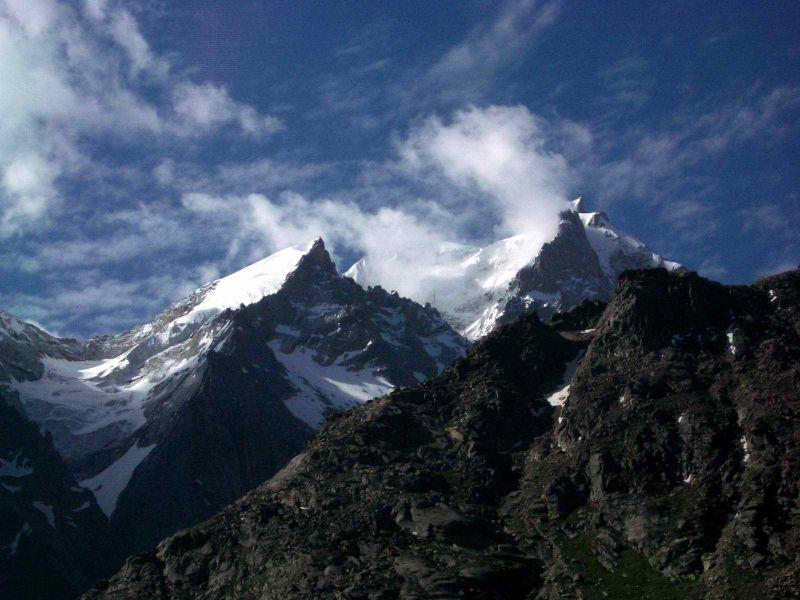 चित्र:Mountain peaks, Lahul.jpg