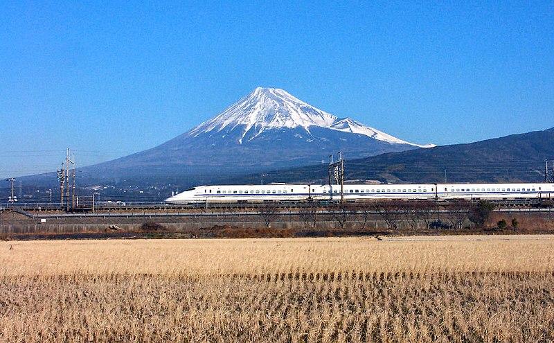 800px-Mt.fuji_&_bullet_train_-_panoramio