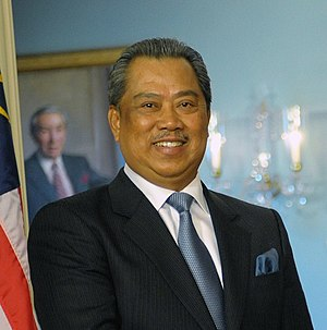 Muhyiddin Yassin - Tan Sri Muhyiddin Yassin shakes hands with United States Secretary of State, Hillary Clinton at US State Department on 14 January 2010