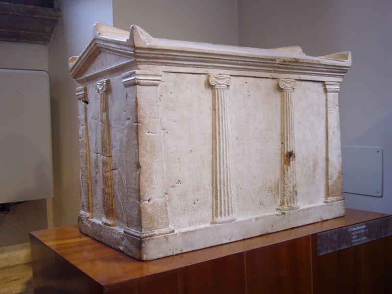 Museo Barracco - urna funeraria da Preneste III aC 1010641.JPG