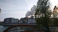 Notre-Dame de Paris, Incendie 15 avril 2019 19h02.07.jpg
