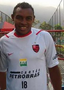 55d3b0851a Obina com a camisa de treino na Gávea
