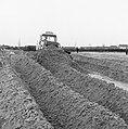 Ontginning, grondbewerking, egaliseren, bezanden, bulldozers, Bestanddeelnr 159-0188.jpg