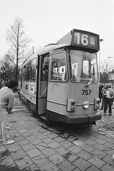 File:Ontspoorde tram op het Amsterdamse Weteringcircuit tramlijn 16, Bestanddeelnr 931-2325.jpg