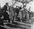 Opening Sluis in Tiel vlag in top door Koninklijke familie, Bestanddeelnr 905-1231.jpg