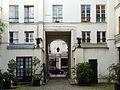 P1240794 Paris VI rue Cherche-Midi n86 cour rwk.jpg