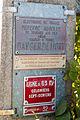 Panneau d'avertissement sur pylône de ligne électrique à Toulouse.jpg