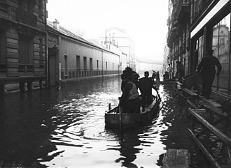Rue de l'Université (Paris) - The rue de l'Université during the 1910 Great Flood of Paris.