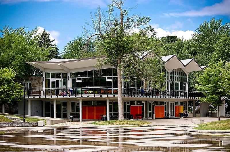 File:Pavillon du Lac des Castors.jpg
