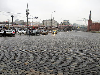 People came to the side of Boris Nemtsov's murder (2015-02-28; 37).JPG