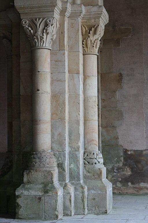 Perrecy-les-Forges Saint-Pierre-et-Saint-Benoît columns80