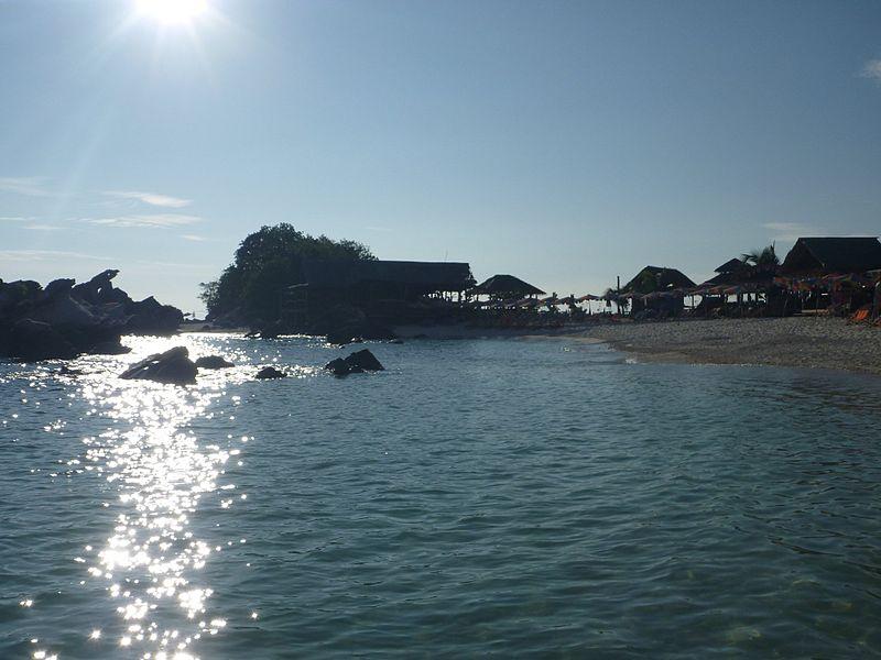 File:Phi Phi Island Tour (4296486171).jpg