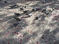 Pigeons devant la mairie du XXème à Paris picorant le riz nuptial..JPG