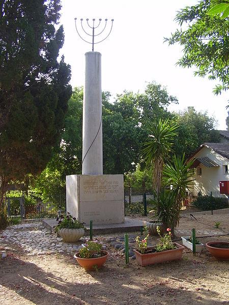 קבר ואנדרטה ליוסף בנימיני באביחיל