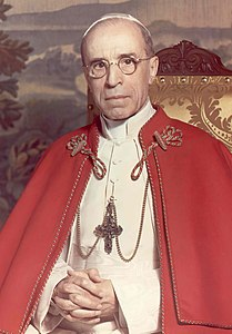 Pius XII with tabard, by Michael Pitcairn, 1951.jpg