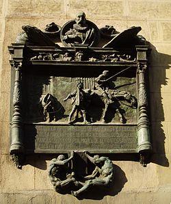 """Placa en el número 87 de la calle Atocha de Madrid colocada con motivo del tercer centenario de El Quijote. El texto dice: """"Aquí estuvo la imprenta donde se hizo en 1604 la edición príncipe de la primera parte de El Ingenioso Hidalgo don Quijote de la Mancha compuesta por Miguel de Cervantes Saavedra, publicada en mayo de 1605. Conmemoración MDCCCCV"""""""