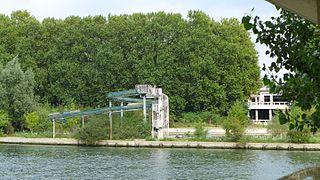 Platais Island island in Yvelines, France