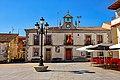 Plaza del ayuntamiento en Navalperal de Pinares.jpg