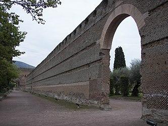 Poikile of Villa Adriana wall.jpg