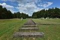 Pomnik Ofiar Obozu Zagłady w Treblince symboliczny tor kolejowy.jpg