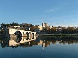 Pont d'Avignon, rocher des Doms, palais des papes.jpg