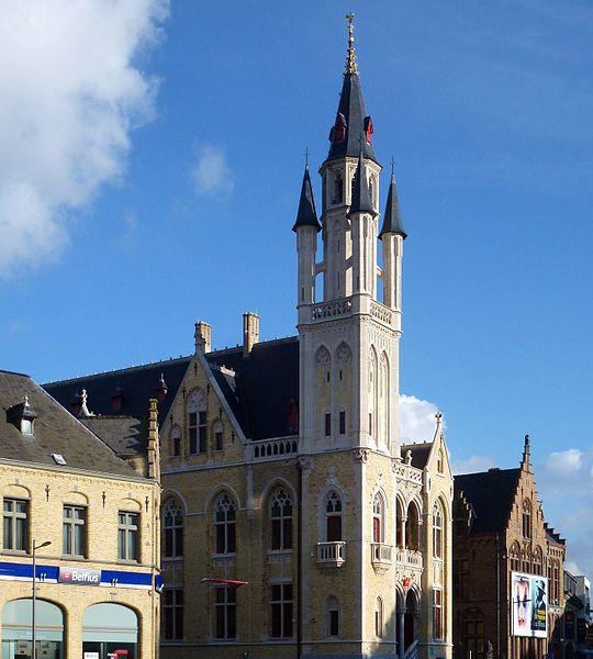 Le beffroi et l'hôtel de ville (Stadhuis) Poperinge, Belgique