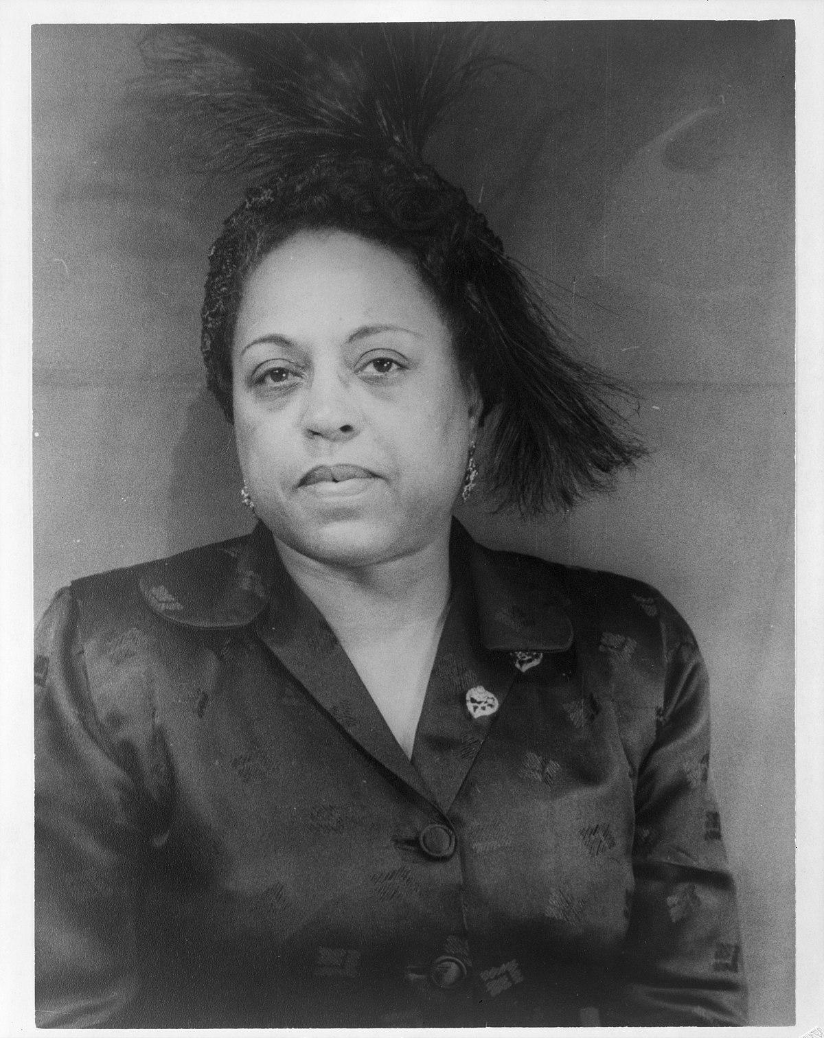 pics Letty Alonzo (b. 1932)