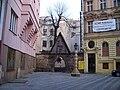 Praha, Jungmannovo náměstí, boční brána ke kostelu.jpg