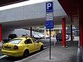 Praha hlavní nádraží, stanoviště taxi na jižní straně (01).jpg