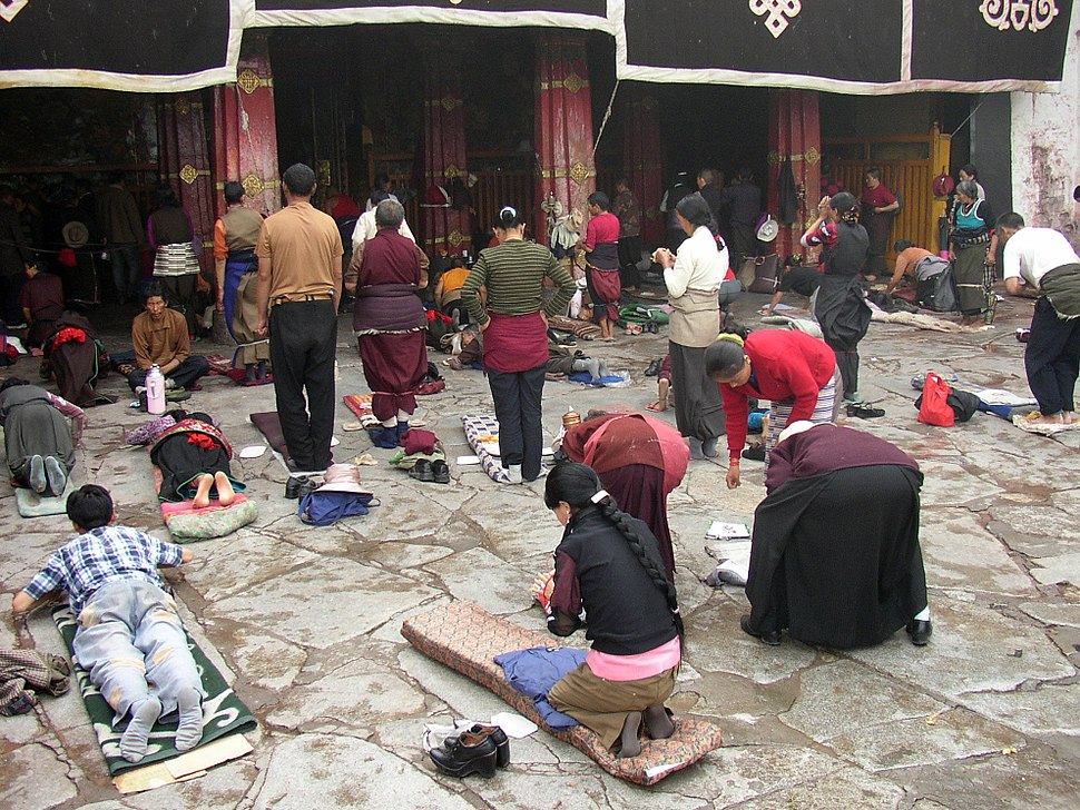 Prayers in front of Jokhang temple.jpg