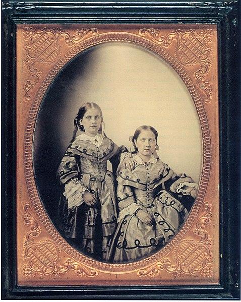 Ficheiro:Princess Isabel and Leopoldina 1855.jpg