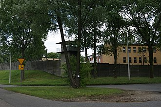 https://upload.wikimedia.org/wikipedia/commons/thumb/d/d3/Prison_Krakow-Nowa_Huta%2C_2_Splawy_street%2C_Ruszcza%2C_Nowa_Huta%2C_Krakow%2C_Poland.jpg/330px-Prison_Krakow-Nowa_Huta%2C_2_Splawy_street%2C_Ruszcza%2C_Nowa_Huta%2C_Krakow%2C_Poland.jpg