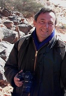 Professor Robert Foley,Wadi Mathendous, January 2011.jpg