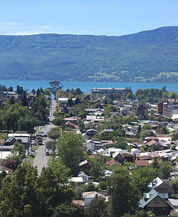 View of Pucón along Lincoyán street and Villarrica Lake
