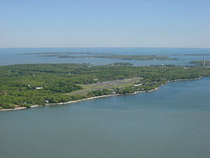 Put-in-Bay Airport - Entering the approach pattern at Put-in-Bay Airport