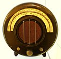 Radio, Model AD 65, designed by Wells Coates, Ekco USA, 1932, Bakelite case - Museum für Angewandte Kunst Köln - Cologne, Germany - DSC09649.jpg