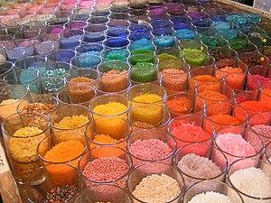 На цветы расходуется большое количество бисера, и мастера бисероплетения советуют покупать бисер не в...
