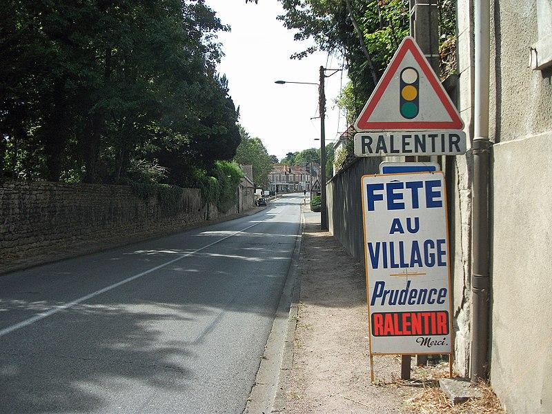Traffic lights, slow down, route nationale 7 in Saint-Gérand-le-Puy, Allier, Auvergne-Rhône-Alpes, France [11757]
