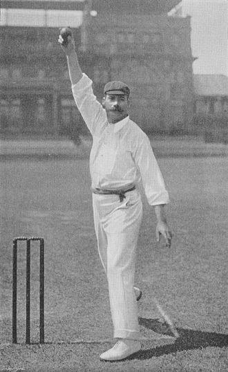 Arthur Mold - Mold delivering the ball