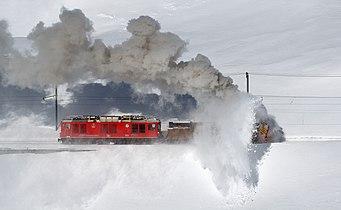 RhB Xrotd 9213 am Lago Bianco 3.jpg
