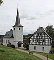 Rheinbach OT Neukirchen, Neukirchener Str. 16, Katholische Pfarrkirche St. Margaretha und Pfarrhaus Rückseite.jpg