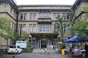 Rissei elementary school outside2.JPG
