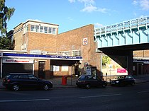 Ruislip Manor tube station 1.jpg