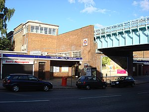 Ruislip Manor tube station - Image: Ruislip Manor tube station 1