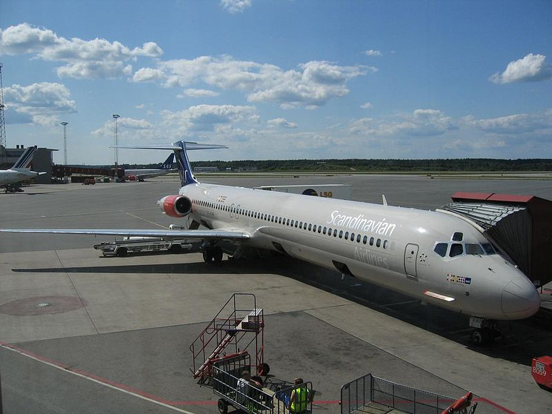 Fail:SAS MD-80 (xndr).jpg