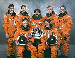 v.l.n.r vorne: Terence Henricks, Kevin Kregel hinten: Jean-Jacques Favier, Richard Linnehan, Susan Helms, Charles Brady, Robert Thirsk