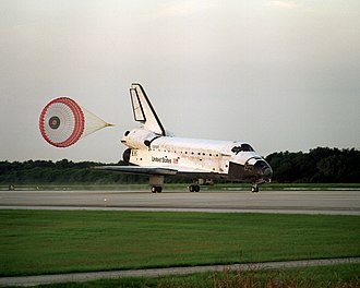 STS-85 - STS-85 lands at the Shuttle Landing Facility, 19 August 1997.