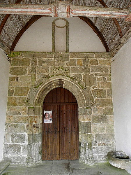 Église Saint-Fiacre, commune de Saint-Fiacre (22). Intérieur du porche méridional.