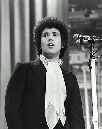 """Lucio Battisti - Lucio Battisti performing the song """"Un'avventura"""" in the 1969 Sanremo festival."""